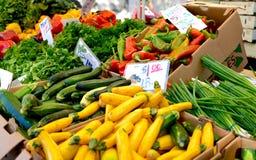 Légumes frais au marché d'un agriculteur américain Image stock