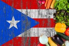 L?gumes frais de Puerto Rico sur la table Cuisson du concept sur le fond en bois de drapeau images stock