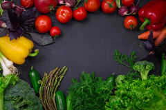 Légumes frais de ressort sur le tableau noir Photo libre de droits