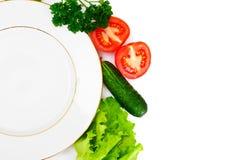 Légumes frais de ressort, verts et plat blanc vide avec l'endroit Photos stock