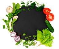 Légumes frais de ressort, verts et plat noir vide avec l'endroit Photographie stock