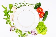 Légumes frais de ressort, verts et plat vide avec l'endroit pour Photographie stock