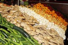 Légumes frais et assaisonnements à vendre Photographie stock libre de droits