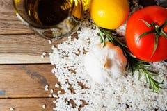 Légumes frais et riz cru Image stock