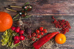 Légumes frais sur la table en bois en automne Photo stock