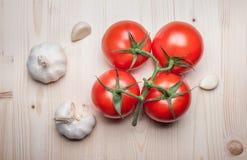 Légumes frais sur le panneau de découpage Photos libres de droits