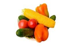 Légumes frais, tomates, concombres, maïs et poivrons Images libres de droits