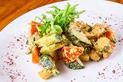 Légumes frits avec de la sauce à noix Photos libres de droits