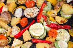 Légumes frits dans une poêle Photo de plan rapproché Image stock
