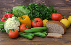 Légumes, fruits et pain Consommation saine produits sans viande Photo libre de droits
