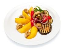 Légumes grillés de la plaque blanche Image libre de droits