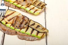 Légumes grillés sur le pain Photo libre de droits