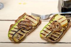 Légumes grillés sur le pain Photographie stock libre de droits