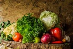 Légumes, herbes et fruit toujours de la vie. Photo libre de droits