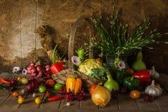Légumes, herbes et fruit toujours de la vie. Images stock