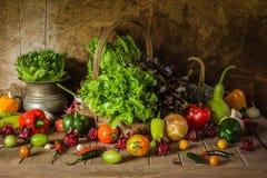 Légumes, herbes et fruit toujours de la vie. Photos stock