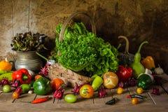 Légumes, herbes et fruit toujours de la vie. Photographie stock