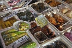 Légumes marinés en vente Photo stock
