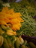 Légumes organiques au marché d'agriculteurs Image libre de droits