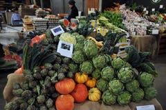 Légumes organiques au marché de ville à Londres, R-U Image libre de droits