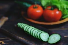 Légumes organiques de village sur le fond en bois photo libre de droits