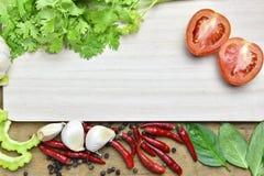 Légumes organiques sains sur un fond en bois Images stock