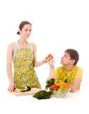 Légumes prepearing de femme au foyer images libres de droits