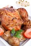légumes rôtis par poulet entiers Image libre de droits