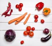 Légumes rouges sur la table en bois blanche Image libre de droits