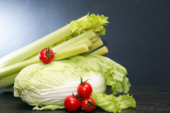 Légumes sur l'obscurité Image stock