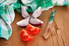 Légumes sur la table en bois photos stock