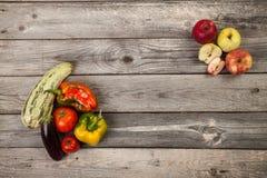 Légumes sur la table en bois Photos libres de droits