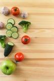 Légumes sur la table en bois Image libre de droits
