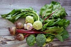Légumes sur le fond en bois Photographie stock libre de droits