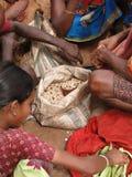 Légumes tribals de vente de femmes Photographie stock