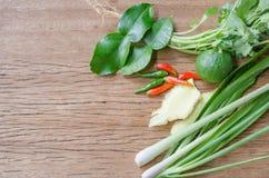 Légumes utiles sur un fond en bois Photo libre de droits