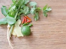 Légumes utiles sur un fond en bois Photos stock