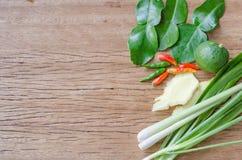 Légumes utiles sur un fond en bois Images stock