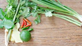 Légumes utiles sur un fond en bois Image stock