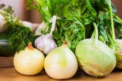 Légumes verts sur la table photographie stock libre de droits