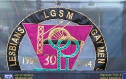 A lésbica e os homossexual do grupo da campanha apoiam os mineiros imagens de stock