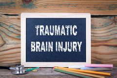 Lésion cérébrale traumatique Tableau sur un fond en bois photo stock