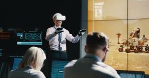 Líder de la misión de Marte que usa las auriculares de VR