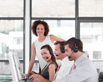 Líder de negócio fêmea com sua equipe Imagem de Stock