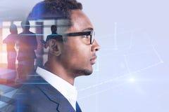 Líder empresarial afroamericano, holograma del gráfico imagen de archivo