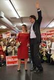 Líder Justin Trudeau del partido liberal con Chrystia Freeland foto de archivo