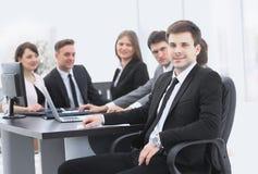 Líder no fundo da equipe do negócio Fotos de Stock