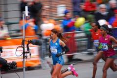 Líder para mujer Pack del maratón de 2014 NYC Imagenes de archivo
