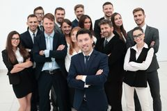 Líder que se coloca delante de un equipo grande del negocio Imagen de archivo libre de regalías