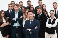 Líder que se coloca delante de un equipo grande del negocio Foto de archivo